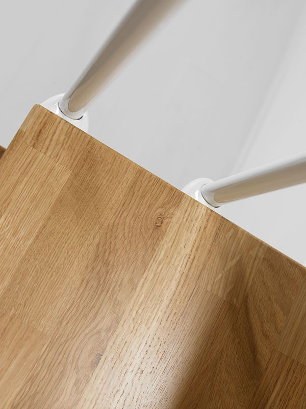 Oak90 Tread and Balusters from TheStaircasePeople.co.uk