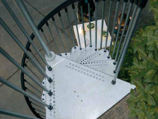 Civik Zink Exterior Galvanised Steel Spiral Staircase Landing Tread
